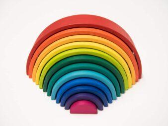 juguetes de madera habitar las formas 338x254 - Arco iris Waldorf Grande Coloreado + Regalo - Colores vivos