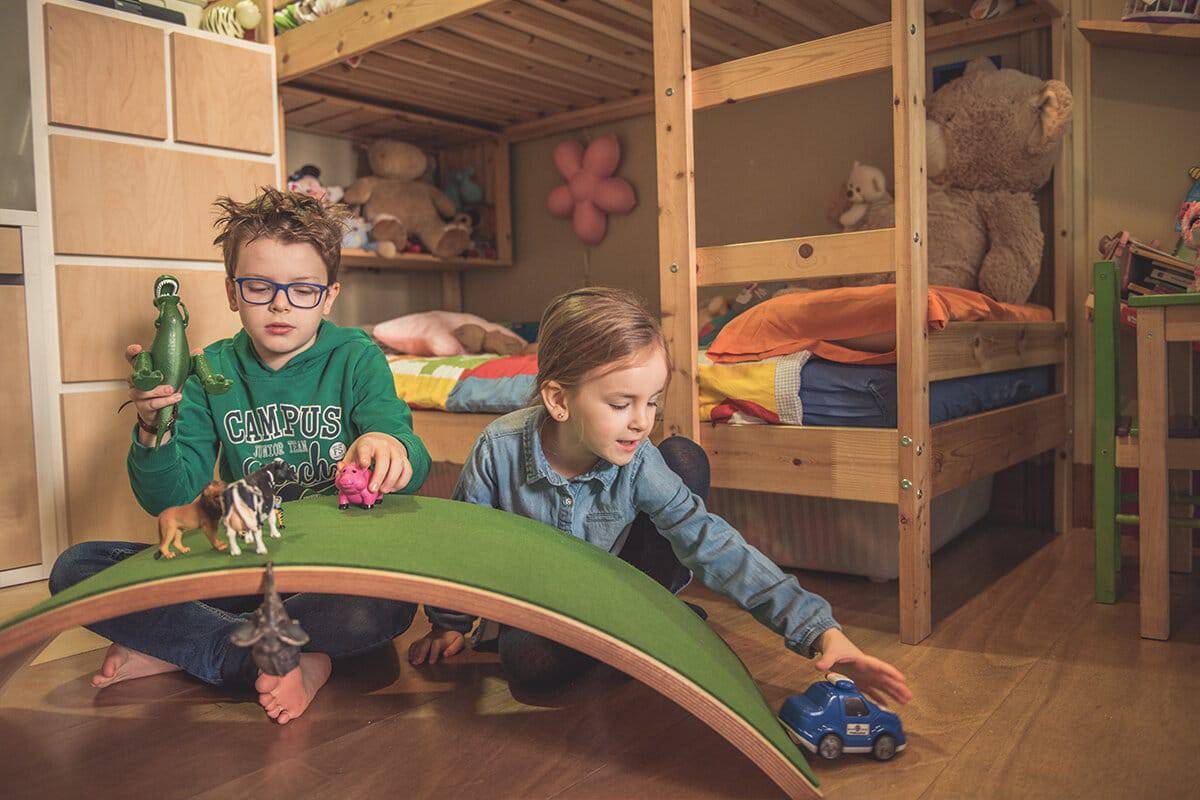 Wave Tabla curva con fieltro Montessori