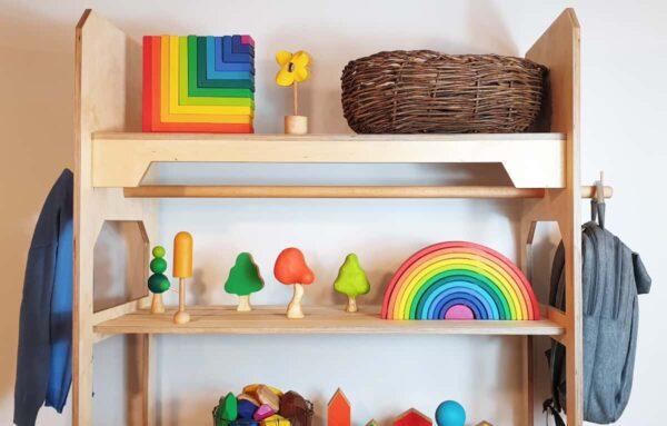 Estantería de juguetes Montessori
